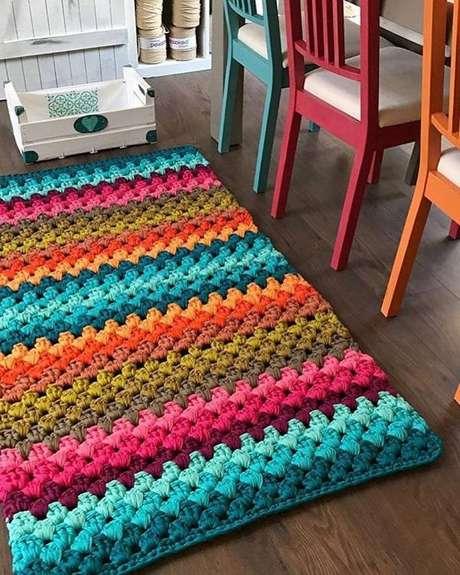 35. As diferentes técnicas usadas na confecção de um tapete de retalho deixam a peça incrível – Foto: Via Pinterest