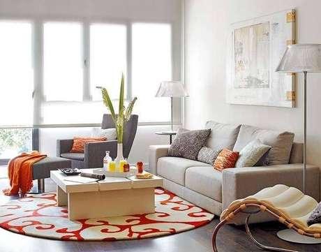 36. Os tapetes coloridos em formato redondo também são boas opções – Foto: Via Pinterest