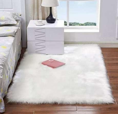 10. O tapete felpudo vem sendo o queridinho dos decoradores e fica bem em qualquer ambiente – Foto: Via Pinterest