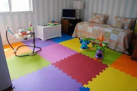 46. Tapete infantil também deve agregar conforto e segurança ao quarto – Foto: Via Pinterest