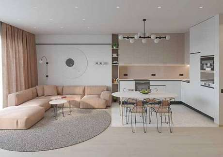 49. Tapete redondo limitando o ambiente entre sala e cozinha – Foto: Viva Decora