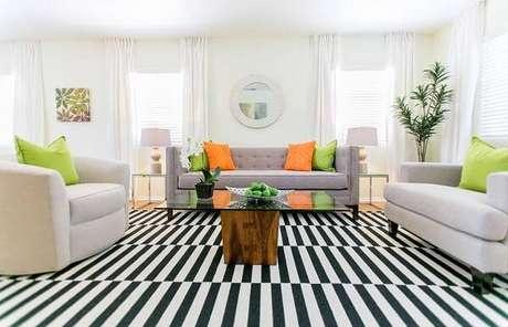 50. Tapete branco e preto para sala deu um toque minimalista ao ambiente – Foto: Revista Viva Decora