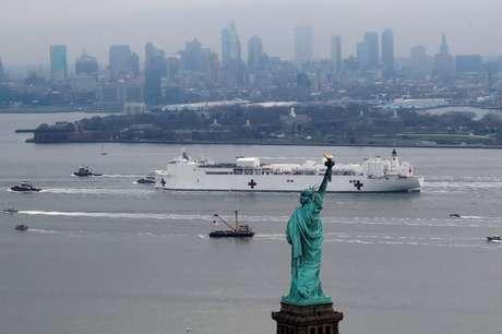 Navio USS Comfort é um hospital flutuante com mil leitos