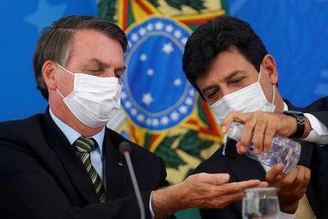 Bolsonaro e Mandetta participam de entrevista coletiva em Brasília 18/03/2020 REUTERS/Adriano Machado