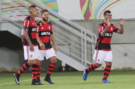 Os peruanos Trauco e Guerrero foram companheiros no Flamengo (Gilvan de Souza / Flamengo)