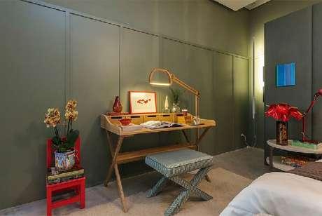 4. Decore o quarto moderno com mobílias ousadas. Fonte: Quartos Etc.