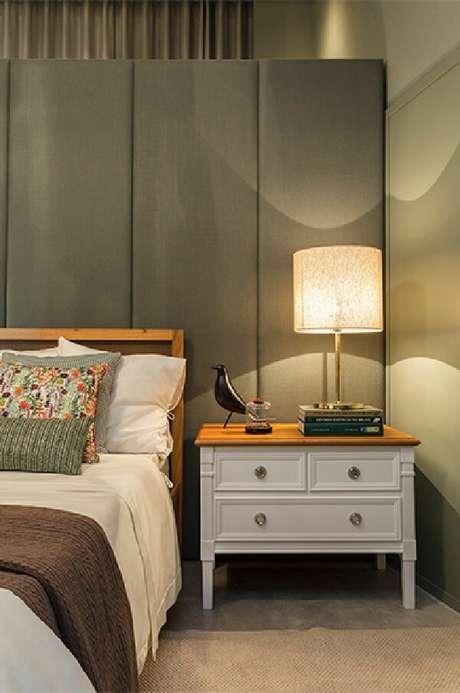5. Escolha mobílias para usar no quarto ao lado da cama. Fonte: Quartos Etc.