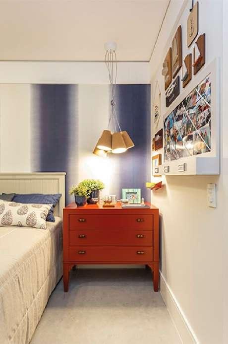 8. Pendentes, quadros e vasos decorativos também podem transformar a decoração do seu quarto. Fonte: Quartos Etc.