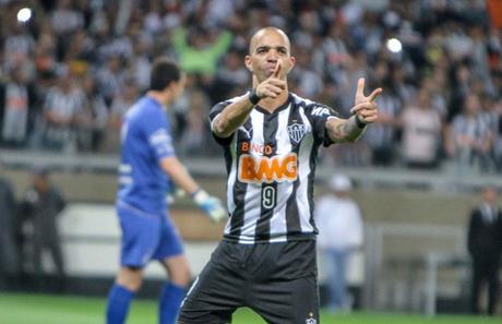 Retorno do ídolo Tardelli pode dificultar permanência de Ricardo Oliveira no Galo (Foto: Divulgação/CAM)