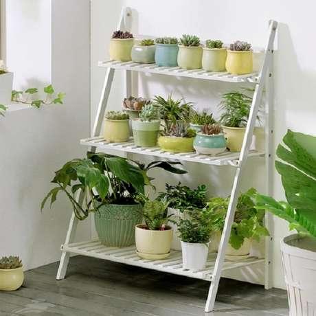 19. Apostar em vasos coloridos para suculentas também trazem um ar mais divertido a seu jardim – Foto: Via Pinterest