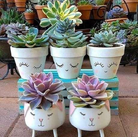 63. Vasos para suculentas com carinhas trazem delicadeza ao ambiente – Foto: Via Pinterest