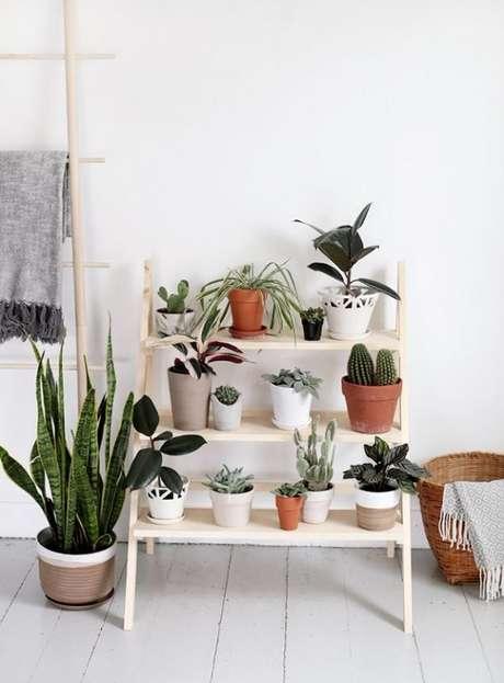 31. Vasos diversos muitas vezes se complementam na decoração – Foto: Via Pinterest