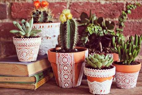 53. Vasos decorados também transmitem uma maior personalidade ao seu jardim – Foto: Via Pinterest