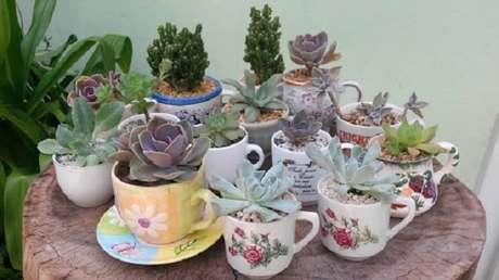 59. Um jardim de xícaras como vasos para suculentas pode ser uma opção muita diferente e criativa – Foto: Via Pinterest