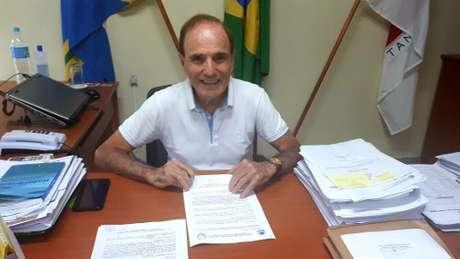 Prefeito de Varginha/MG, Antônio Silva (PTB), renunciou após decreto polêmico de reabertura do comércio da cidade