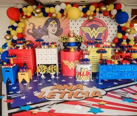 3. Os detalhes vão fazer toda a diferença na sua decoração de festa tema Mulher Maravilha – Foto: Analê Festas e Eventos