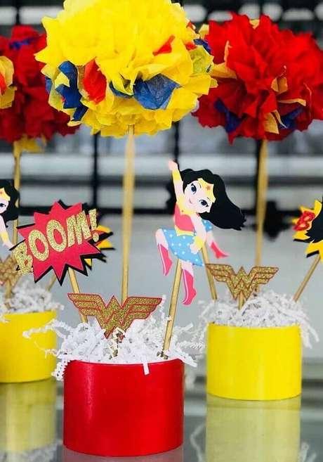41. Ideia para decoração de festa Mulher Maravilha colorida – Foto: Ultimas Decorações