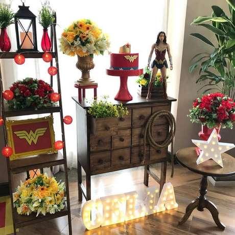 56. Móveis para decoração de festa Mulher Maravilha – Foto: A Minha Festinha