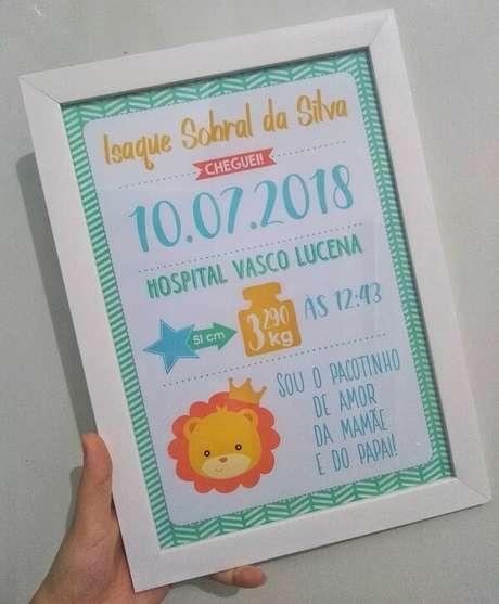 66- O quadro para quarto de bebê pode contar diversas informações do pequeno. Fonte: Dream Loja Online