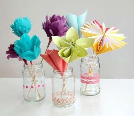 21. Usar a técnica para fazer diversos modelos de flores de origami é uma ótima opção – Foto: Artesanato passo a passo
