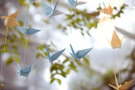 11. Os origamis podem ser feitos em diversas cores e materiais – Foto: Via Pinterest