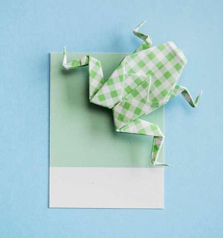16. Sapo de origami é uma dobradura super criativa – Foto: Via Freepik