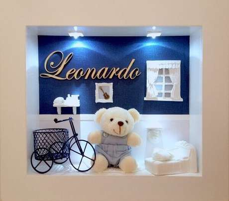 13- O quadro para quarto de bebê em 3D tem objetos e bichinho de pelúcia com iluminação de led. Fonte: Pinterest