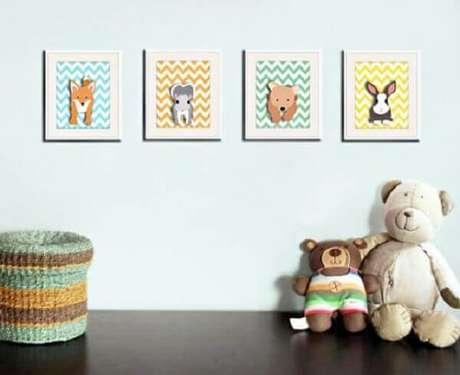 14- O conjunto de quadro para quarto de bebê foi produzido com MDF revestido de papel de parede e bichinhos aplicados. Fonte: Promovida a Mãe