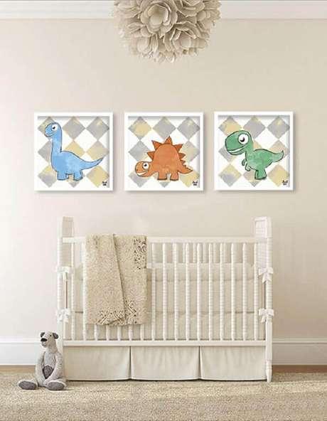 30- O quadro para quarto de bebê colorido se destaca na decoração toda em bege. Fonte: Top Quadros