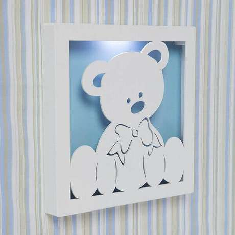32- O quadro para quarto de bebê tem iluminação interna e serve como abajur. Fonte: Ficar Grávida