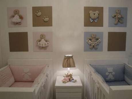 36- No dormitório de gêmeos, o quadro para quarto de bebê determina o espaço de cada criança. Fonte: Pinterest