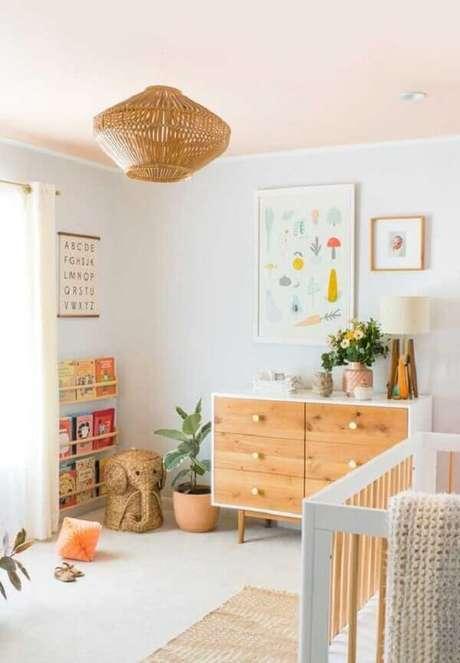 38- O quadro para quarto de bebê tem como tema legumes pintados em tons pasteis. Fonte: Ideias Decor