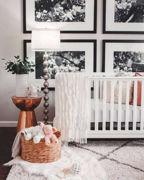 43- O conjunto de quadros para quarto de bebê utilizam tons branco e preto. Fonte: Pinterest