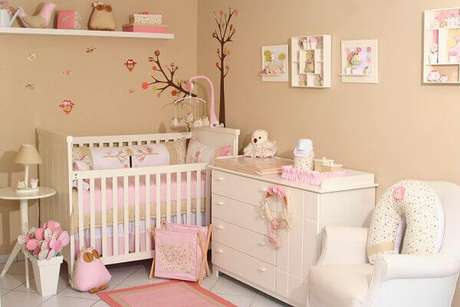 44- O quadro para quarto de bebê em 3D tem vasinhos e bichinhos colados. Fonte: Quadros Decorativos