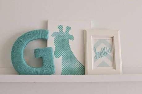 46- O quadro para quarto de bebê pode ser apoiado sobre prateleiras. Fonte: Klickyes