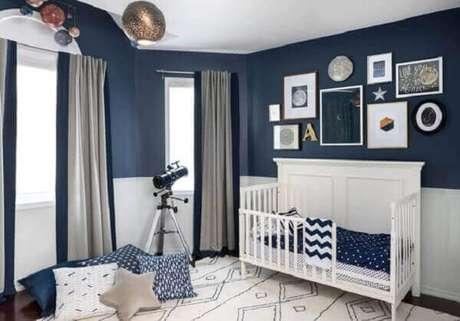 52- Na decoração foi utilizado um conjunto de quadros para quarto de bebê em formatos e tamanhos diferentes. Fonte: Gestação Bebê