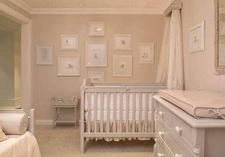 53- A delicadeza da decoração é complementada pelo conjunto de quadro para quarto de bebê. Fonte: Bebê Abril