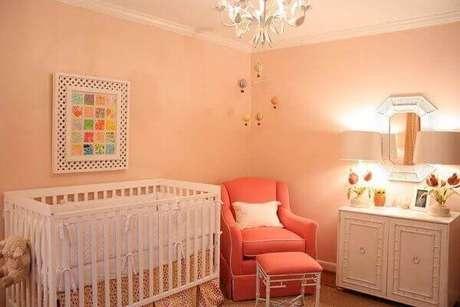 54- No dormitório o quadro para quarto de bebê utiliza moldura treliçada. Fonte: Sou Mãe