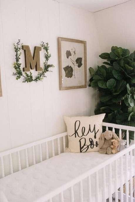 47- O quadro para quarto de bebê tem folhas secas como tema. Fonte: Lynzyandco