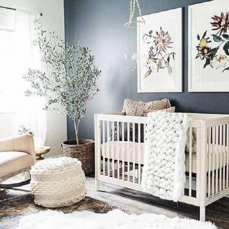 60- O conjunto de quadro para quarto debebê utiliza temas florais. Fonte: Pinterest