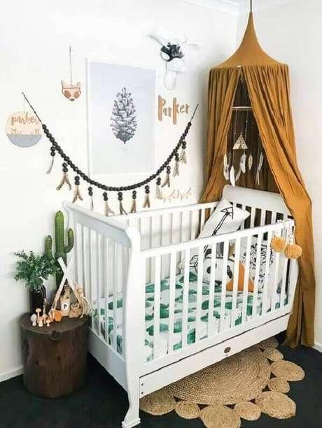 61- O quadro para quarto de bebê tem foto de pinha em branco e preto. Fonte: Little and Luxe