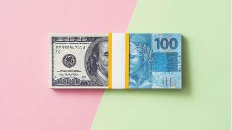 Em março, o Brasil viu a cotação do dólar atingir valores recordes, diante do colapso dos preços do petróleo e de temores econômicos relacionados ao coronavírus.