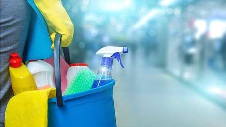 Trabalhadoras domésticas no Brasil estão sendo dispensadas sem pagamento por causa do coronavírus