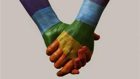 Ativistas e especialistas dizem que regras atuais são discriminatórias, já que, na prática, impedem homens gays de doarem sangue