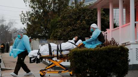 EUA se converteram no novo epicentro global da doença no mundo; cada quatro infectados, um está no país: são mais de 400 mil contaminados e 15 mil mortos