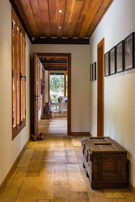 9. O banco baú de madeira é excelente para otimização de espaço – Foto: Revista Viva Decora