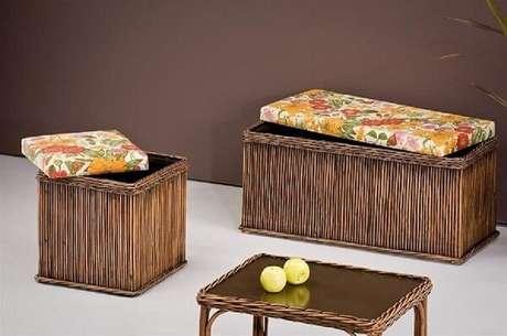 64. Banco de madeira baú com assento estampado tem muito estilo – Foto: Revista Viva Decora