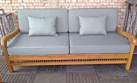 61. A forma do seu banco de madeira e tons usados nos assentos e almofadas também agregam na decoração – Foto: Via Pinterest