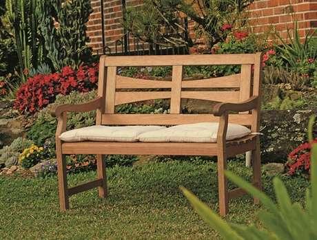 54. Estar confortável em meio ao jardim é uma ótima experiência – Foto: Construção decor