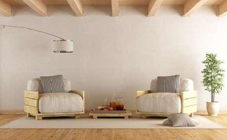 2. O banco de madeira de pallet é prático e fácil de fazer em casa – Foto: Via Pinterest